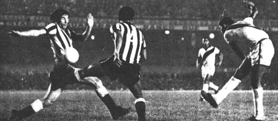 Valfrido marca contra o Botafogo e dá o título carioca ao Vasco em 1970.